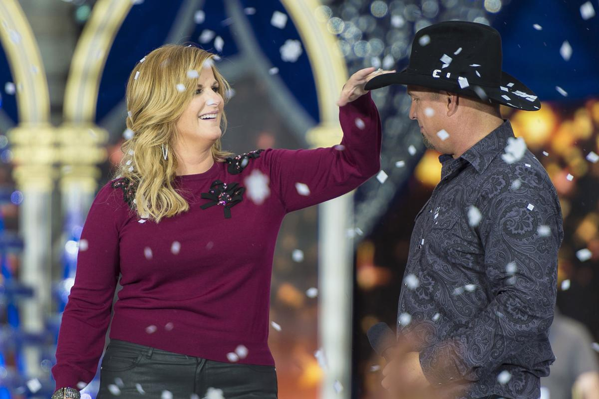Weekend tv garth brooks trisha yearwood celebrate on abc for Christmas movies on cable tv tonight