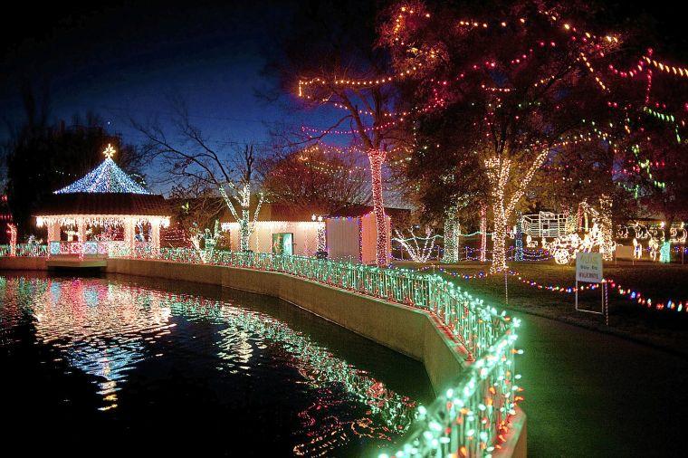christmas lights awesome displays across metro tulsa arts and entertainment tulsaworldcom - Christmas Lights Tulsa