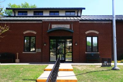Wagoner_library reopens