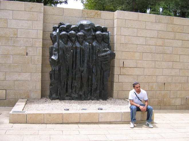 Historian honors those who rescued Jews during Holocaust