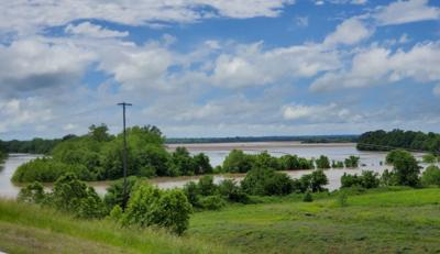 """River flooding expected, Wagoner County Emergency Management director calls for """"voluntary but strongly encouraged"""" evacuation"""