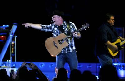 Garth in concert