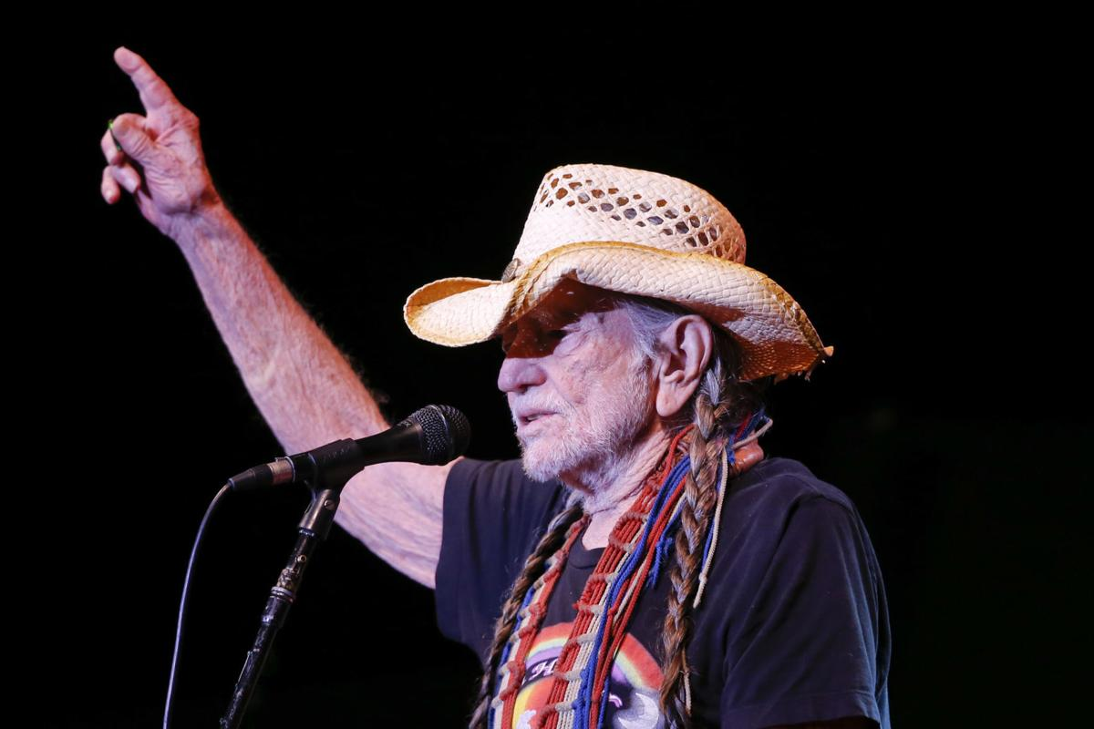 374072d78e1 Willie Nelson walked on stage wearing a hat