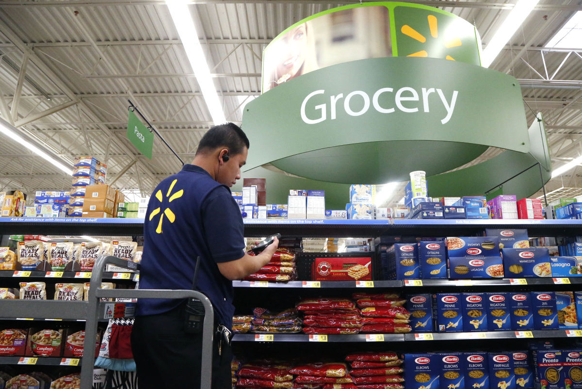 Walmart beats Q2 forecast as online sales soar