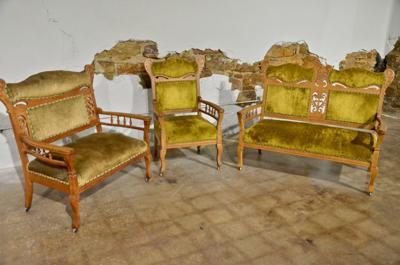 2019-10-09 wcat-old furniture