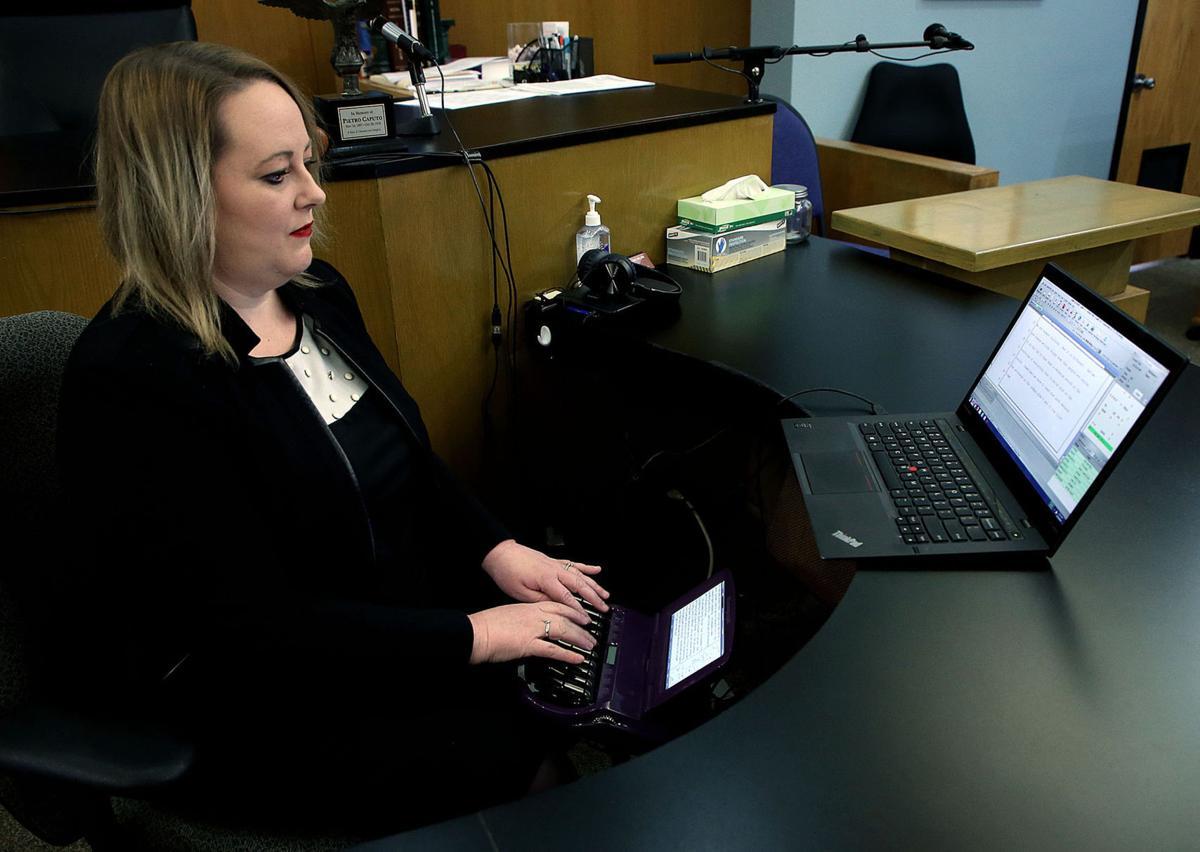 Court reporter demonstration - YouTube