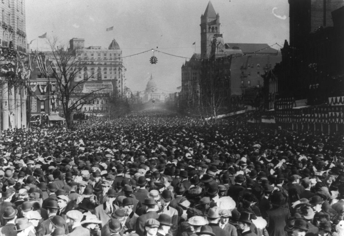 Womens Marches - suffrage parade 1913 loc.jpg