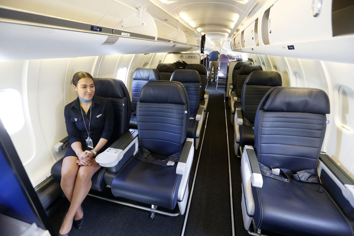 United Airlines Rolls Out Roomier Regional Jet With First Class Seating Business News Tulsaworld Com