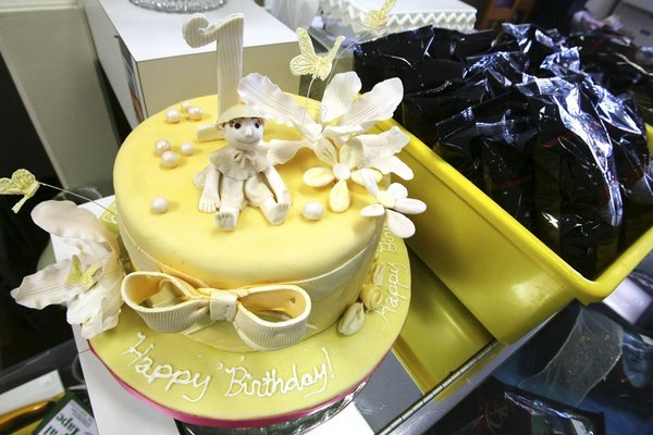 Terrific Bakers Think Shops Take The Cake Food Cooking Tulsaworld Com Personalised Birthday Cards Veneteletsinfo