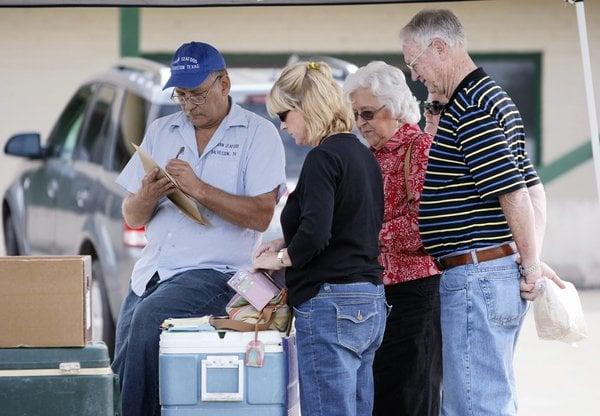 Seafood truck boasts devoted customers