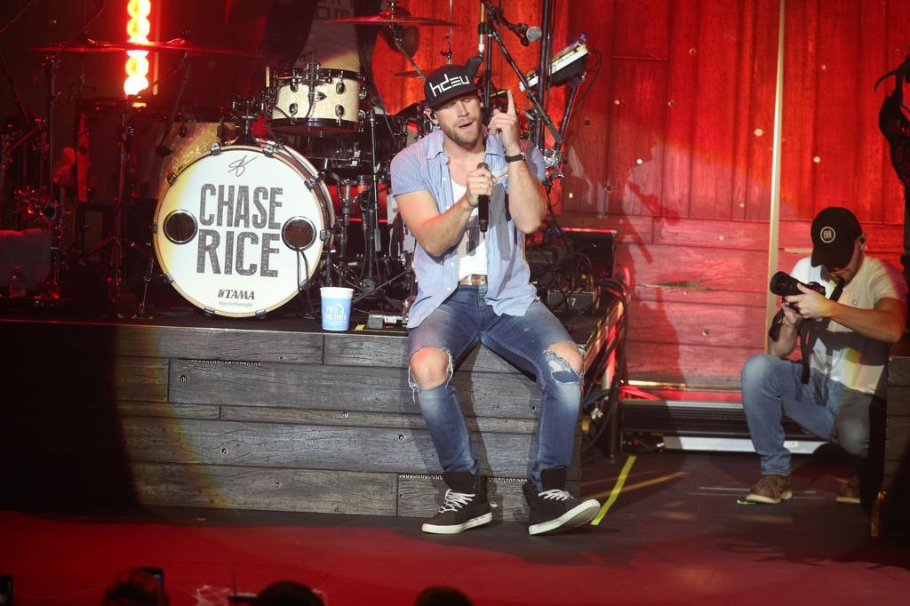 Photo Gallery Chase Rice Performs At The River Spirit S