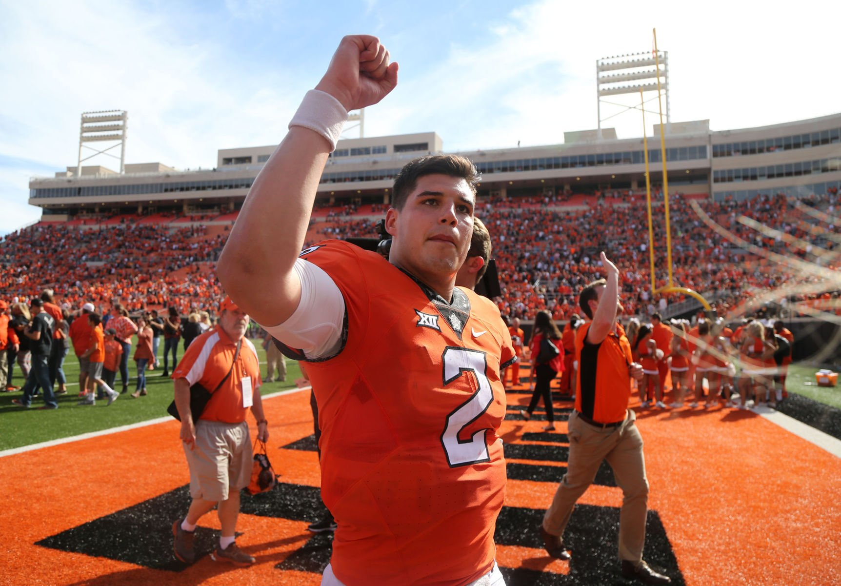 Oklahoma State's Mason Rudolph Magically Escapes Tacklers, Throws 69-Yard TD