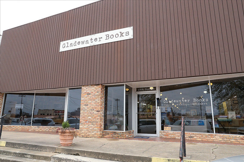Behind the Wheel: Paper still popular at Gladewater Books