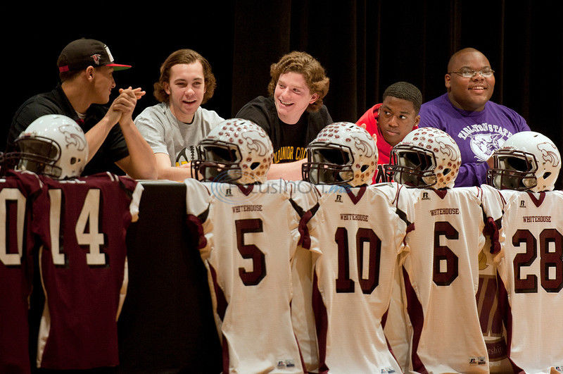 Whitehouse seniors sign letters of intent