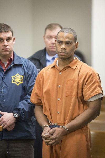 Inmate accused of killing Arkansas guard apologizes in court