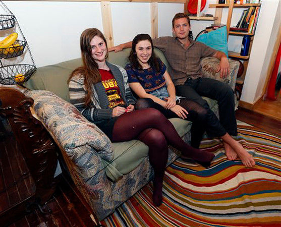 Roommates buy lumpy used couch, find $40K in cash