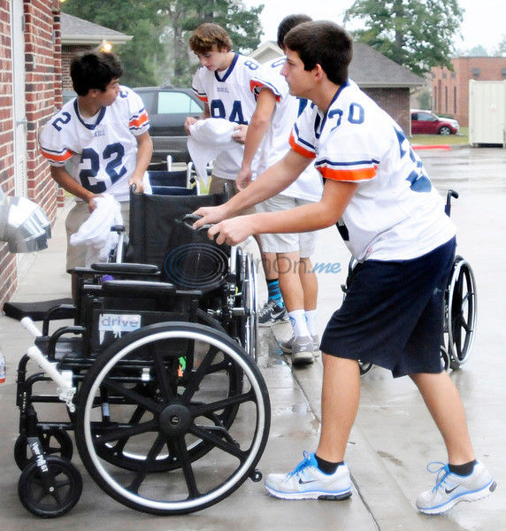 Off the Gridiron: Brook Hill players take time to give of themselves