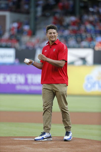 Mahomes throws out first pitch