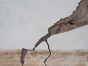 cracked concrete wall from flooding