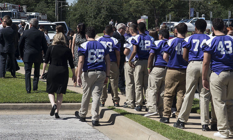 East Texans pay respects to Tyler Fire Capt. Marty Lawrence and wife, Jean