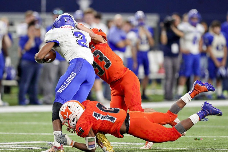 Mineola tops Yoakum 35-14 for Yellowjackets' first state title