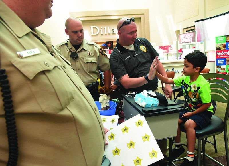 Parents get opportunity to ID, fingerprint kids at Broadway Square Mall event