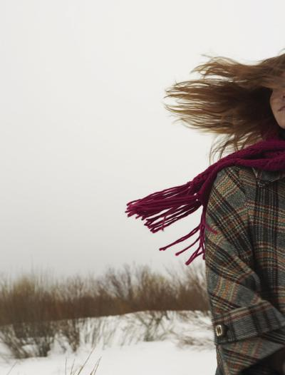 Stock_winter_weather_cold_temperatures_scarf_2018