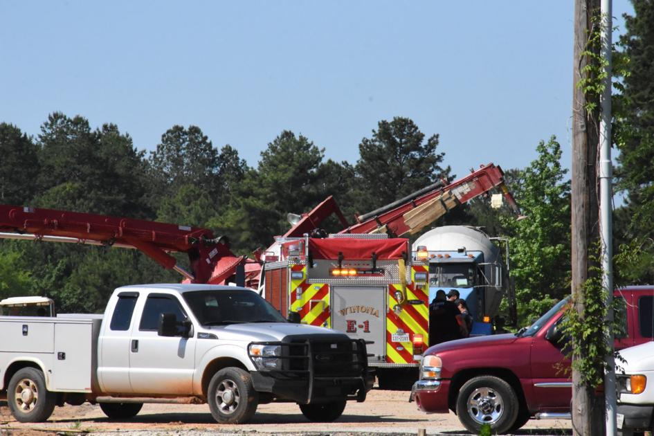Concrete pump truck collapses at Smith County construction site, killing worker