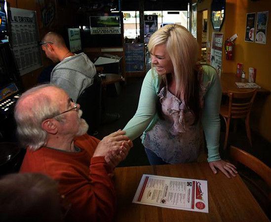 Oregon bartender gets $17,500 tip