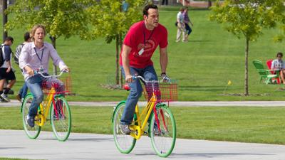 """""""The Internship"""" is likable; monumentally unfunny"""