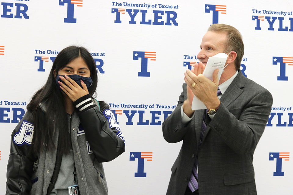Student Adriana Higuera receives first-ever UT Presidential Fellows Scholarship for Tyler High School