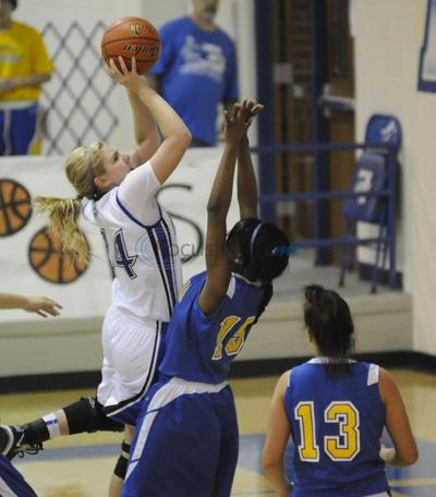 Lindale girls stay unbeaten in district