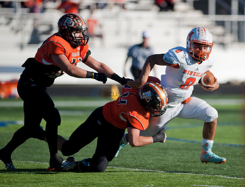 Mineola's QB, RB making all the right moves