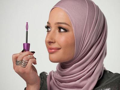 New CoverGirl ad model Nura Afia is Muslim, and she's wearing a hijab