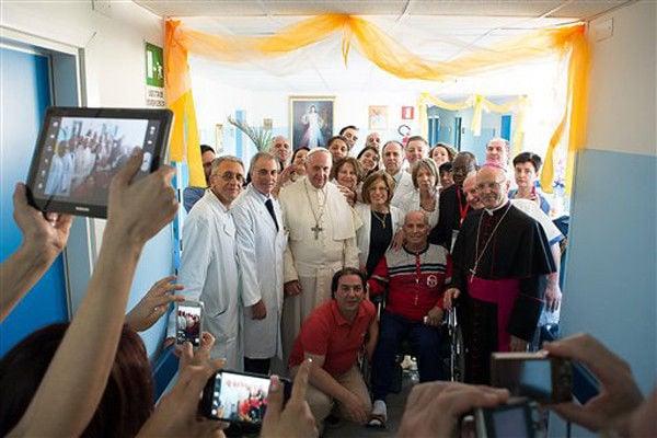 Pope denounces Mafia, meets father of slain boy
