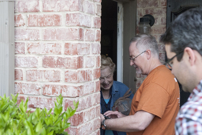 Meals on Wheels brings in local celebrities for special deliveries