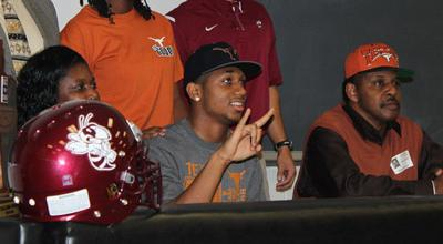 Kendall Sanders signs with Texas