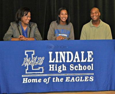 Lindale's Rand signs with UNO