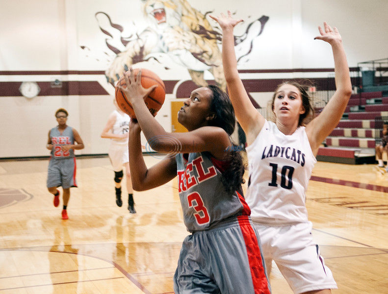 Lee girls open with win