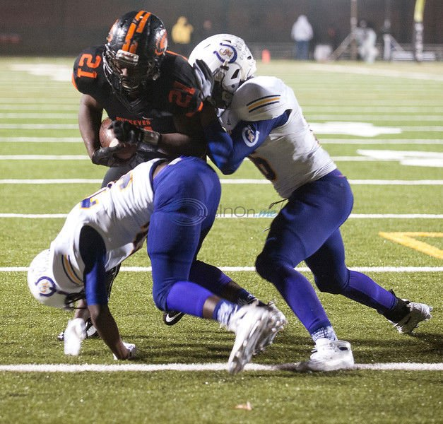 Gilmer holds off Center late to win 36-21