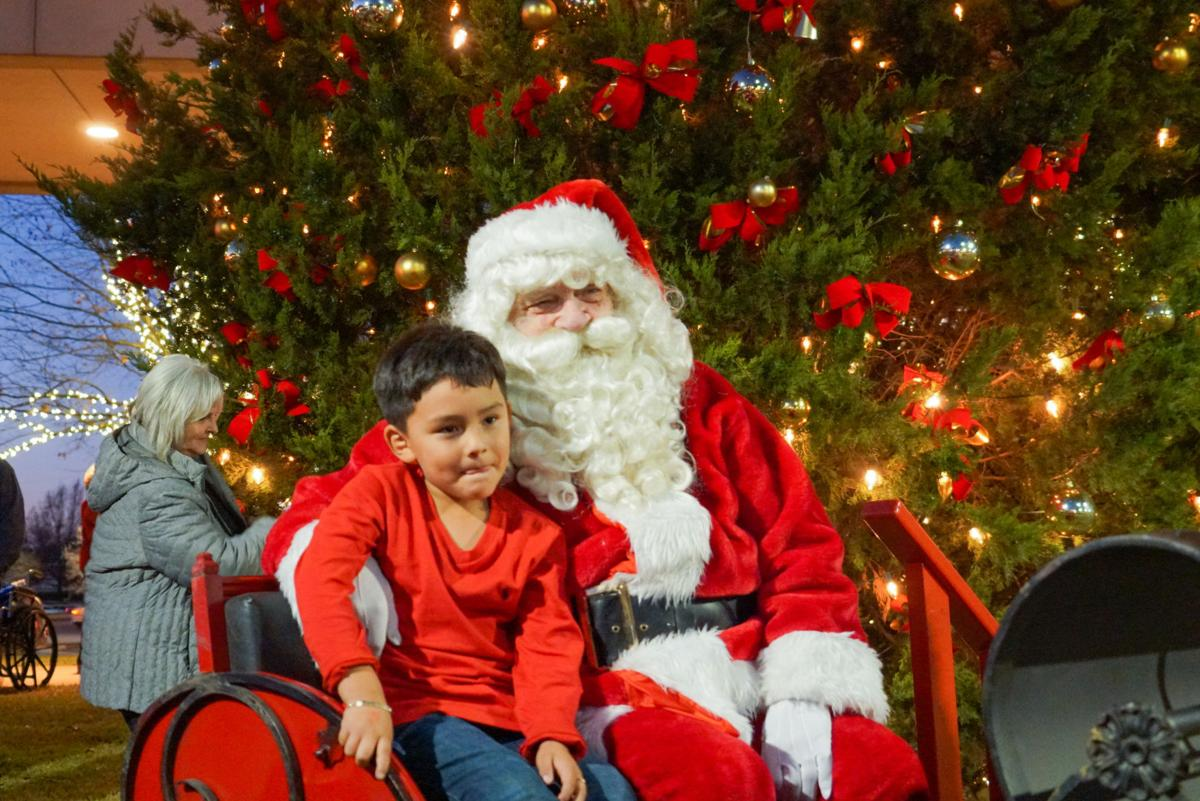 12032019_local_UT_Health_Christmas_Tree_Lighting_3.jpg