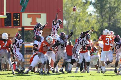 Lee Rewind: Red Raiders gain momentum for district