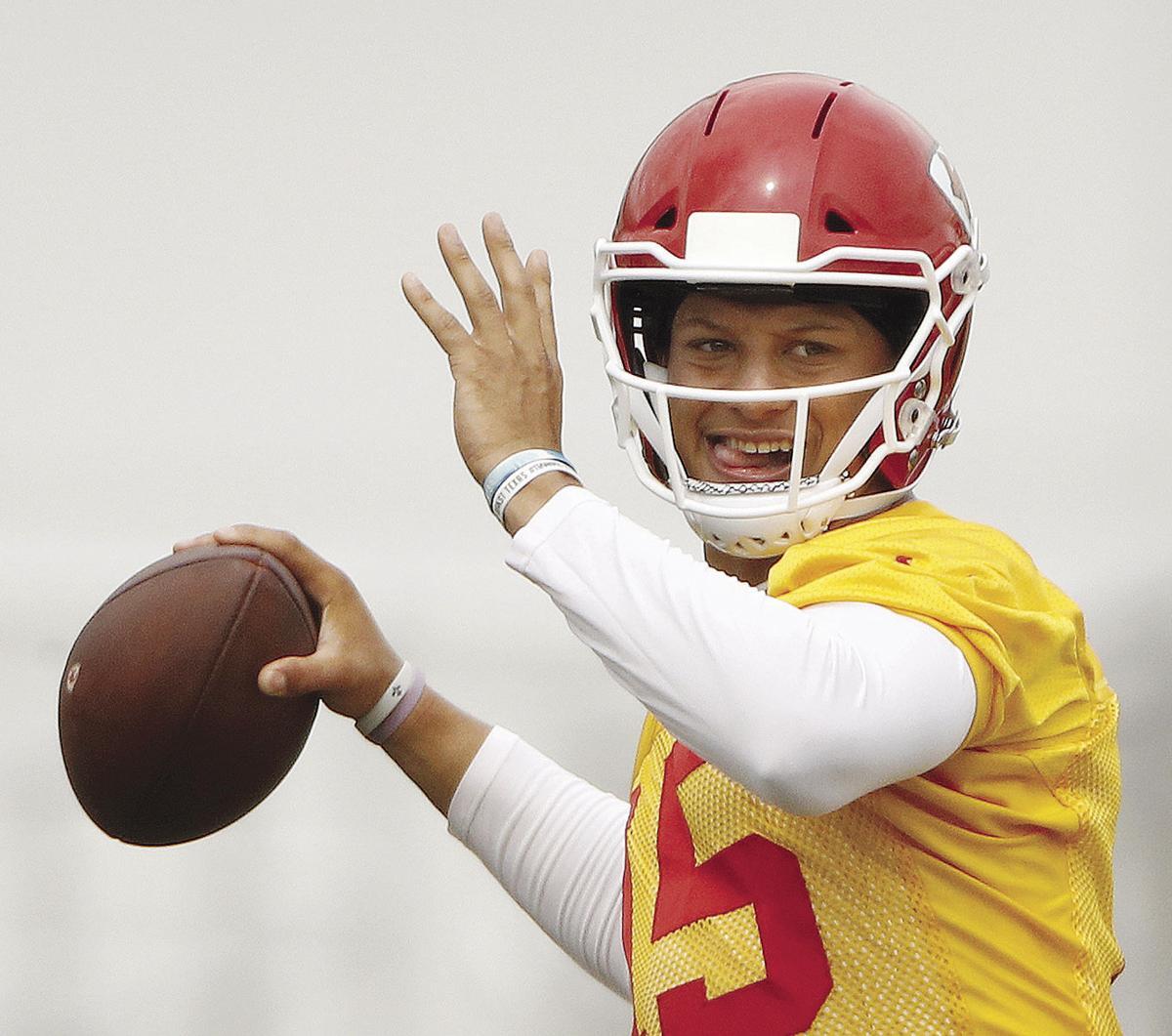 Chiefs Football. Kansas City Chiefs quarterback Patrick Mahomes ... 2a58751ff