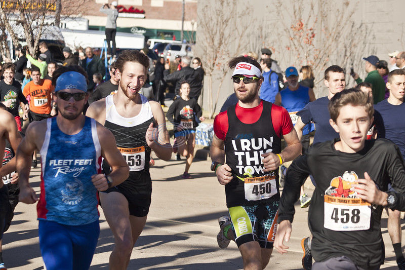 Thanksgiving Day community race benefits local charities