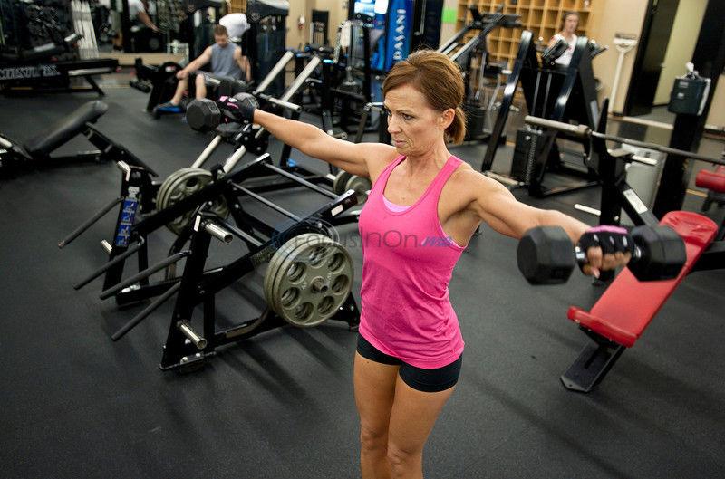 Daughter inspires mother's bodybuilding debut