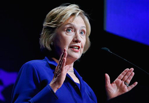 Hillary Clinton appeals to idealism of college students