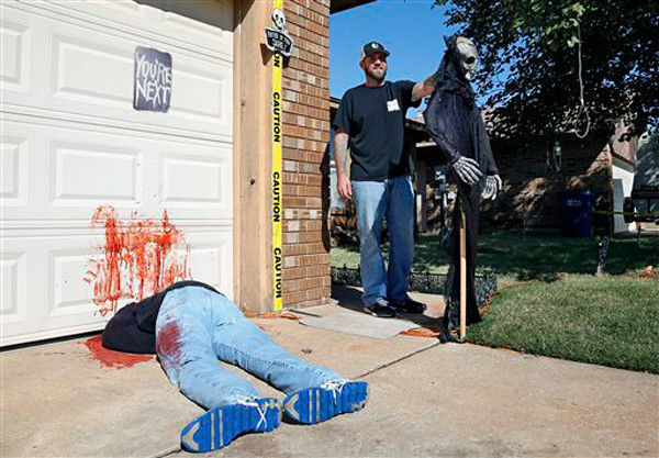 VIDEO: Deadly Halloween tableau too realistic for some