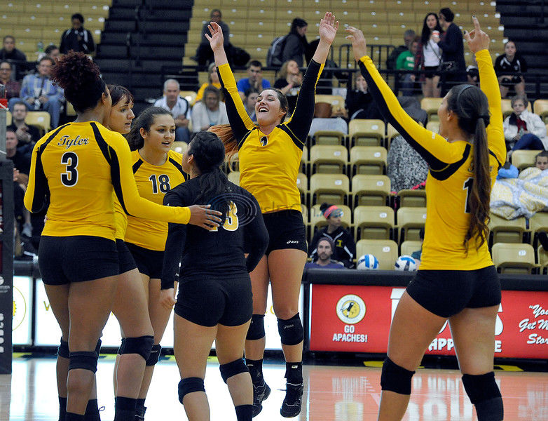 TJC volleyball rolls to win