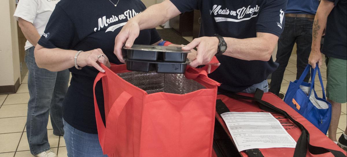 Stock_Meals_on_Wheels_volunteers