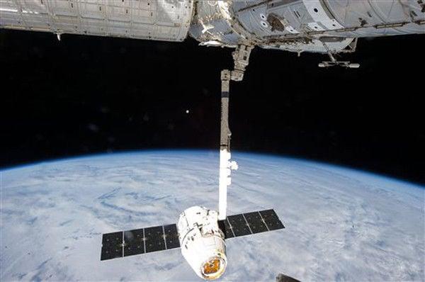 NASA OKs space station visit despite dead computer